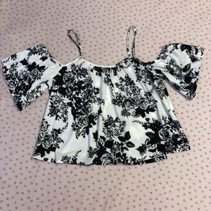 5/$25 🔴 Charlotte Russe black and white crop top